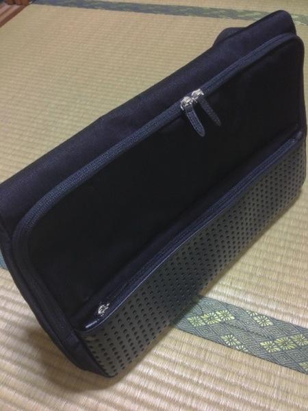 実際のひらくPCバッグ - ひらくPCバッグ購入!カバンの中へのアクセスが快適で荷物が結構入ってビックリ!