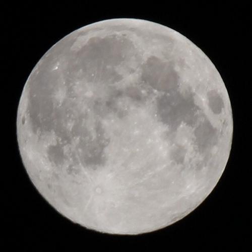 デジイチで満月を撮ったら綺麗に撮れてかなり感動した件