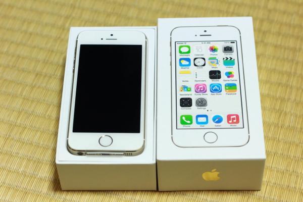 シャンパンゴールド! - iPhone 5s無事手元に届きました! / 付属の新品SIMを使用中