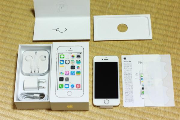 箱の中身 - iPhone 5s無事手元に届きました! / 付属の新品SIMを使用中