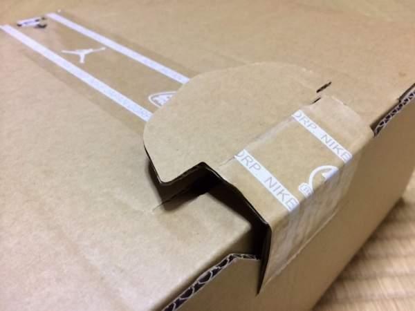 段ボールが開け難かった - Nike FuelBand SEピンクフォイル購入
