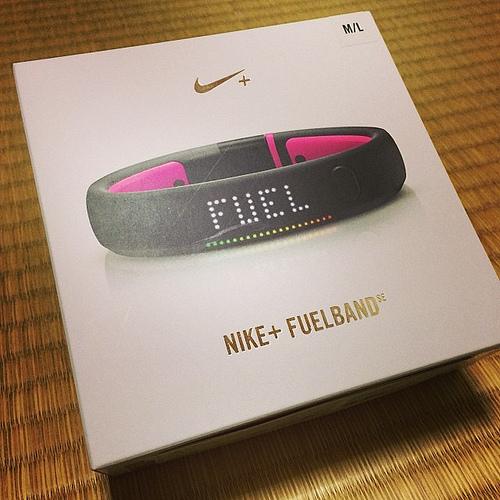 Nike FuelBand SEピンクフォイル購入 / iPhoneとのペアリングで少々苦戦。しかしFuelBandを自動で探して同期するのは楽!