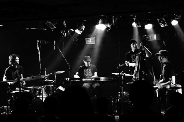 [MusicLog::Vol.80] Jazzバンド『indigo jam unit』/ Jazzというカテゴライズだけでは勿体無い、唯一無二のサウンド