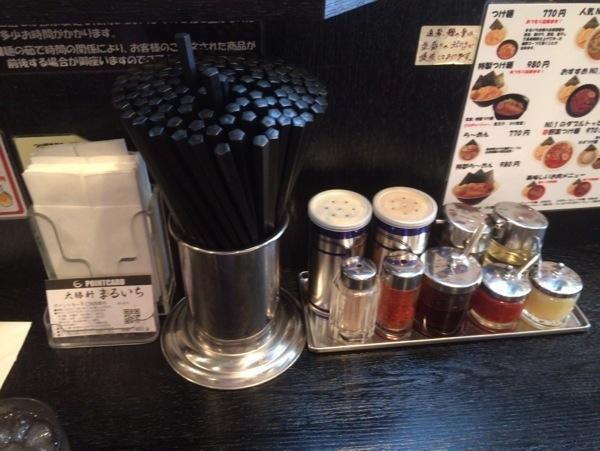 卓上 - 大勝軒まるいち(新宿東南口店)のつけ麺を食す! / 安定した味でホッとするつけ麺でした