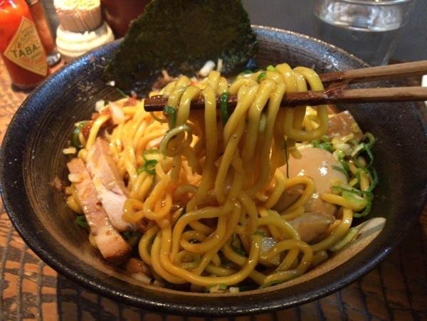 麺は太麺 - 恵比寿『瞠(みはる)』の油そば食す!太麺・ボリューム多めな具で食べ応えあり!ドライカレーも美味かった!