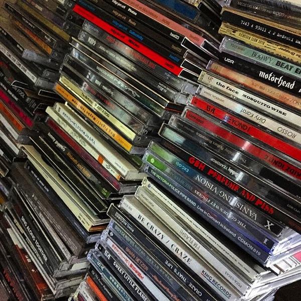 アイキャッチ - デジタルで音楽買える便利さあるがやっぱりワクワク感を味わいたいからアナログなCDを買う[MusicLog::Vol.90]
