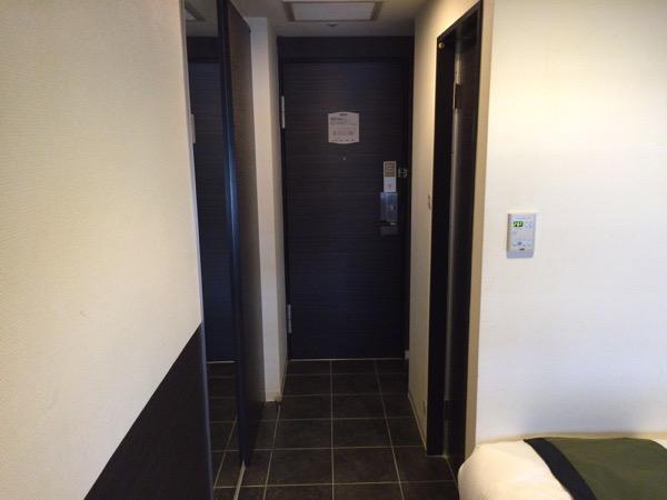 出入り口 - 初めて泊まったホテルビスタプレミオ堂島がなかなか良い / しかし、ちょっと残念なポイントもある