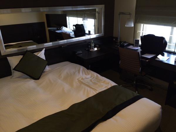 部屋全体 - 初めて泊まったホテルビスタプレミオ堂島がなかなか良い / しかし、ちょっと残念なポイントもある