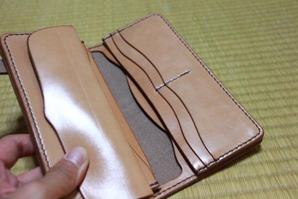 カード入れ - 1つ1つが職人による手作りの天神ワークスのレザーウォレットを受け取ってきた!/ レザーの厚み、1つ1つの縫い目、仕上がりに脱帽