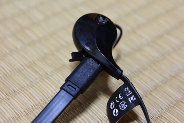 USBケーブル接続 - SoundPEATS QY7 / 値段の割にはしっかりとした作りのBluetoothイヤホン / コスパ良し / 開封の儀!