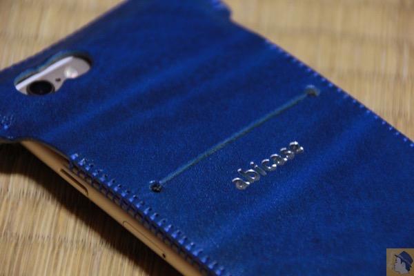 虎模様 - 革の宝石を使用したabicase『ルガト・ブルー』 虎模様が綺麗に入り鮮やかなブルーをさらに演出 鮮やかなブルーに一目惚れした