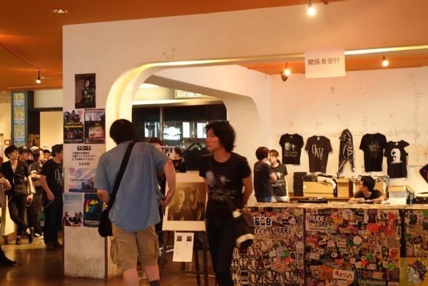 物販 - The Golden Wet Fingers 2016ツアー『CHAOS SURVIVE INVADER 』ファイナル@恵比寿リキッドルームに行ってきた/ バンドの音を純粋に楽しんでいる3人が印象的[MusicLogVol.117]