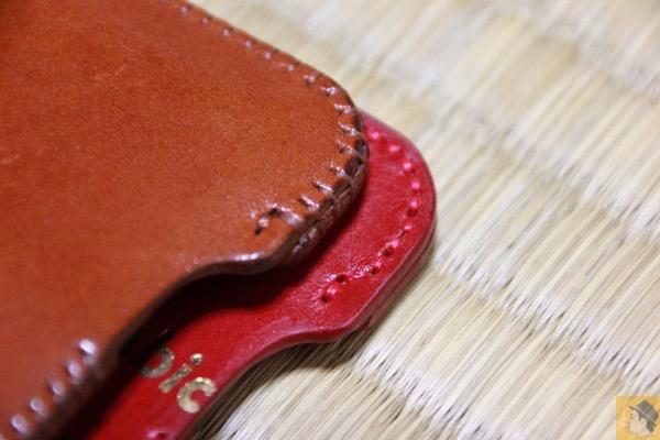 縫い方が他のと違う - abicase箔押し乱れ印字!デザインのインパクトに惚れた初めてのレッドのabicase / 革の縫い方が他のと違うのも魅力のひとつ