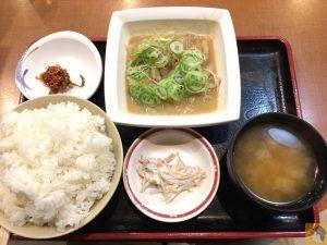 もつ煮込み定食 - 松戸駅近くにある『ラーメン居酒屋 大都会』のもつ煮込み定食が値段以上の美味しさでコスパが良い!
