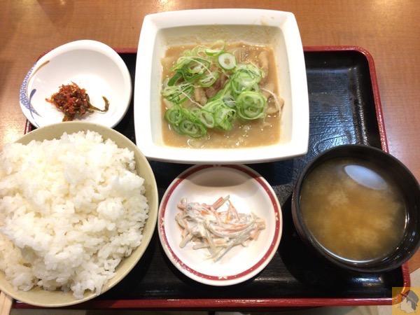 もつ煮込み定食 - 松戸駅近くにある『ラーメン食堂・居酒屋 大都会』のもつ煮込み定食が値段以上の美味しさでコスパが良い!