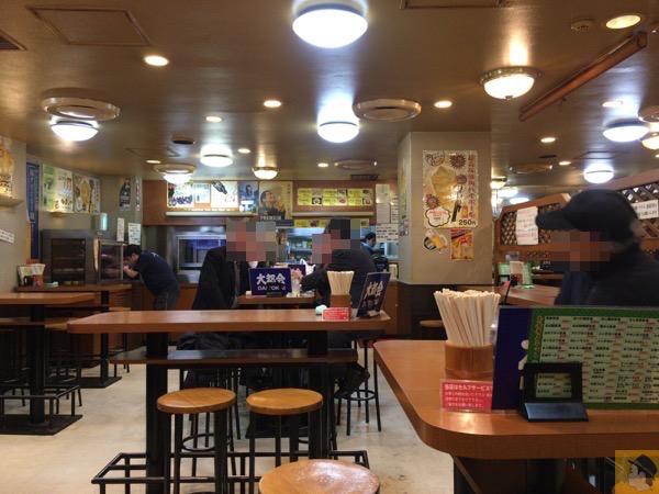 大都会店内 - 松戸駅近くにある『ラーメン居酒屋 大都会』のもつ煮込み定食が値段以上の美味しさでコスパが良い!