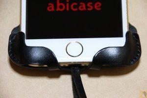 改善されたフラップ(下部) - abicase アビケースの進化は止まらない!(その1) フラップデザイン改善で画面操作時の干渉が無くなりスッキリ!